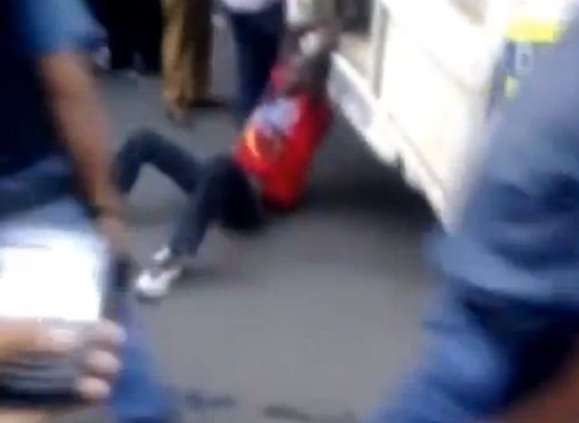 VÍDEO: polícias na África do Sul arrastam taxista por 400 metros em rua alcatroada