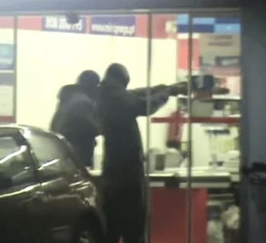 Vídeo: agentes da PSP filmam e encobrem assalto na linha de Sintra